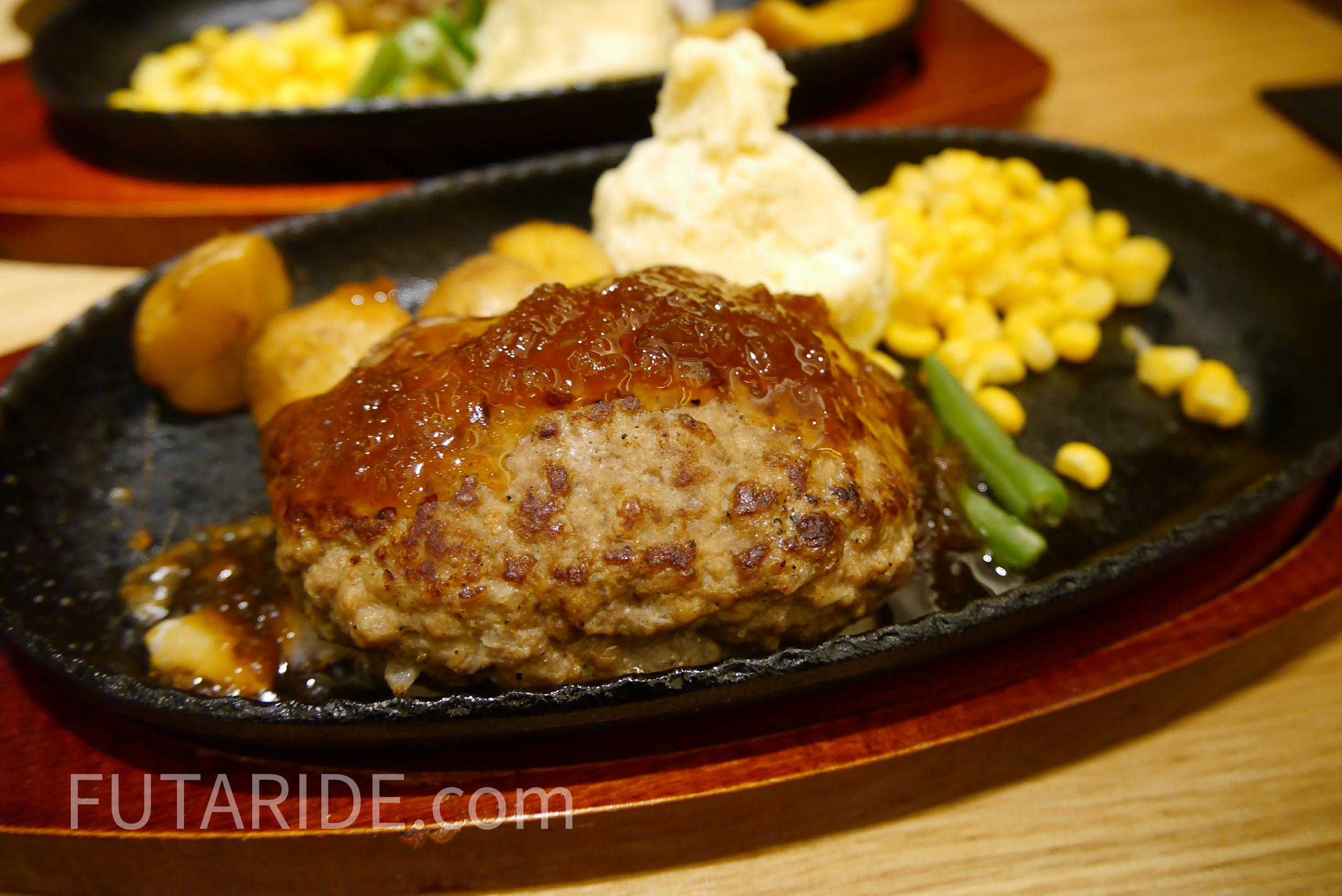 【よしみグリル】コスパ最強!1000円で食べられる肉汁たっぷりハンバーグ【名古屋パルコ】