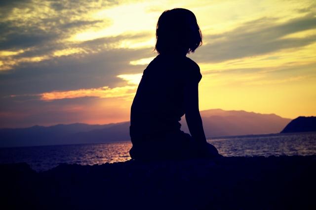 女性 黄昏 孤独