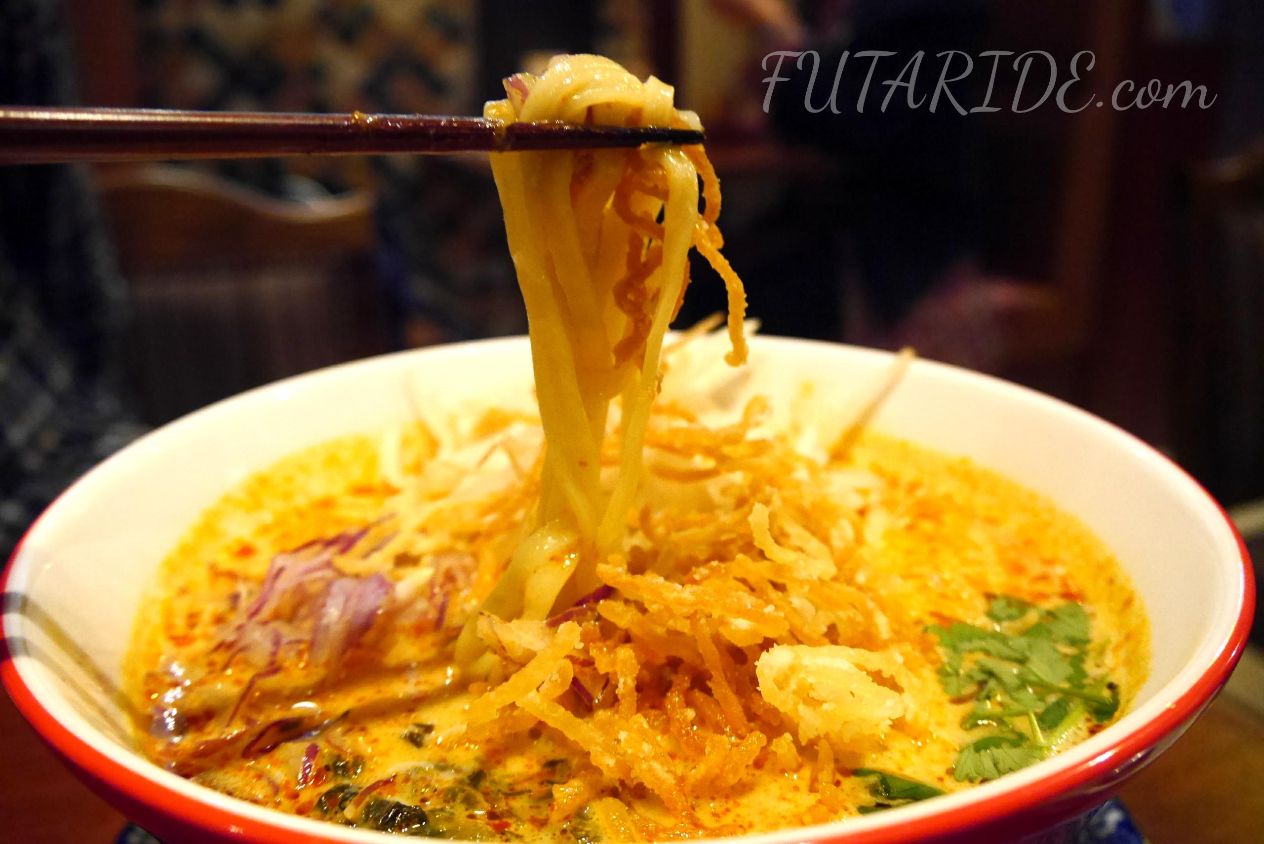 ワルンプアンサタニー エスニック料理 タイ料理