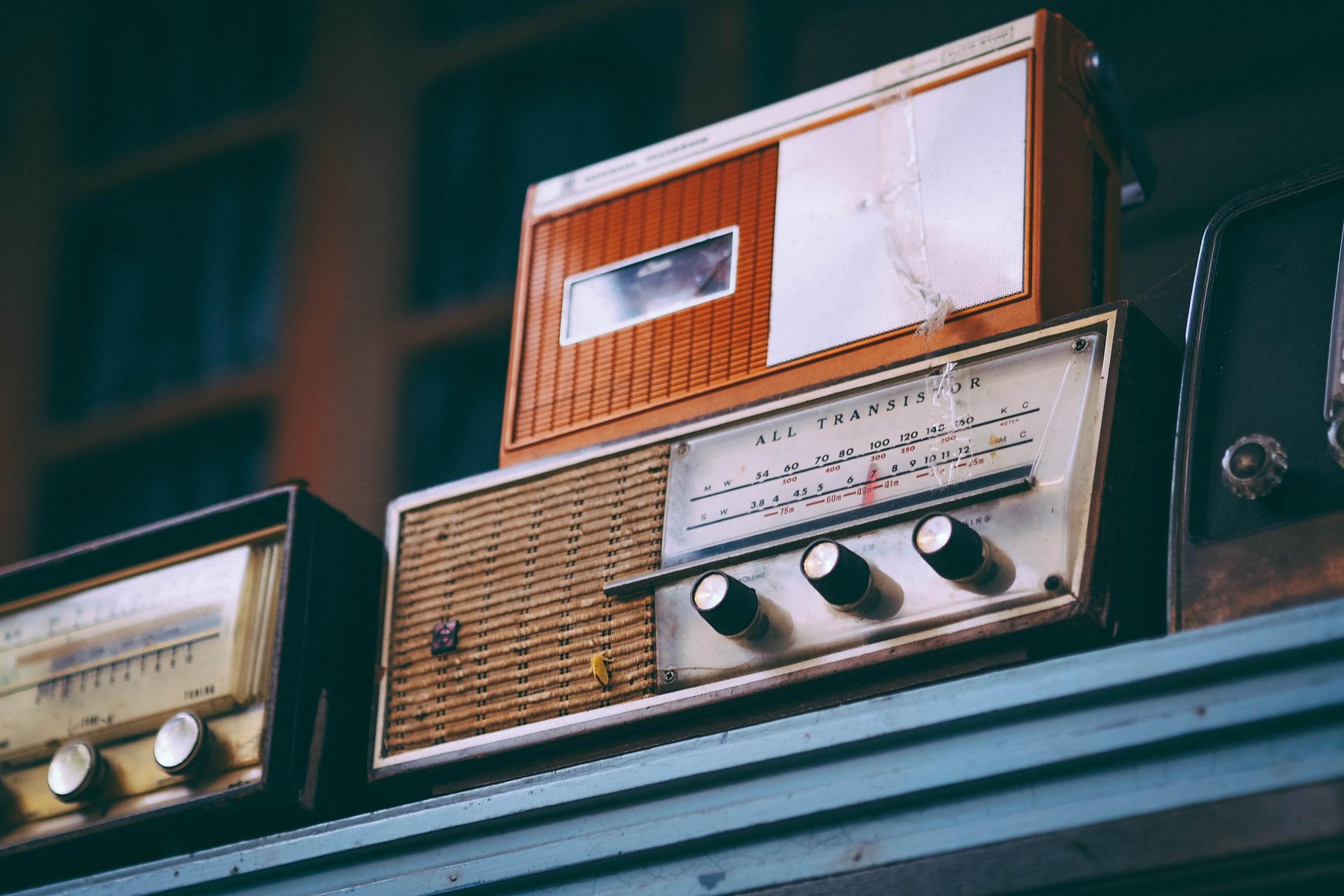 【ドライブ×音楽】無料で使えるドライブデートにピッタリなラジオ【AFN】